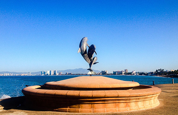 Malecon Dolphins' Statute Photo by Jorge Castellanos
